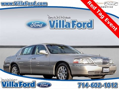 Pre-Owned 2011 Lincoln Town Car Signature